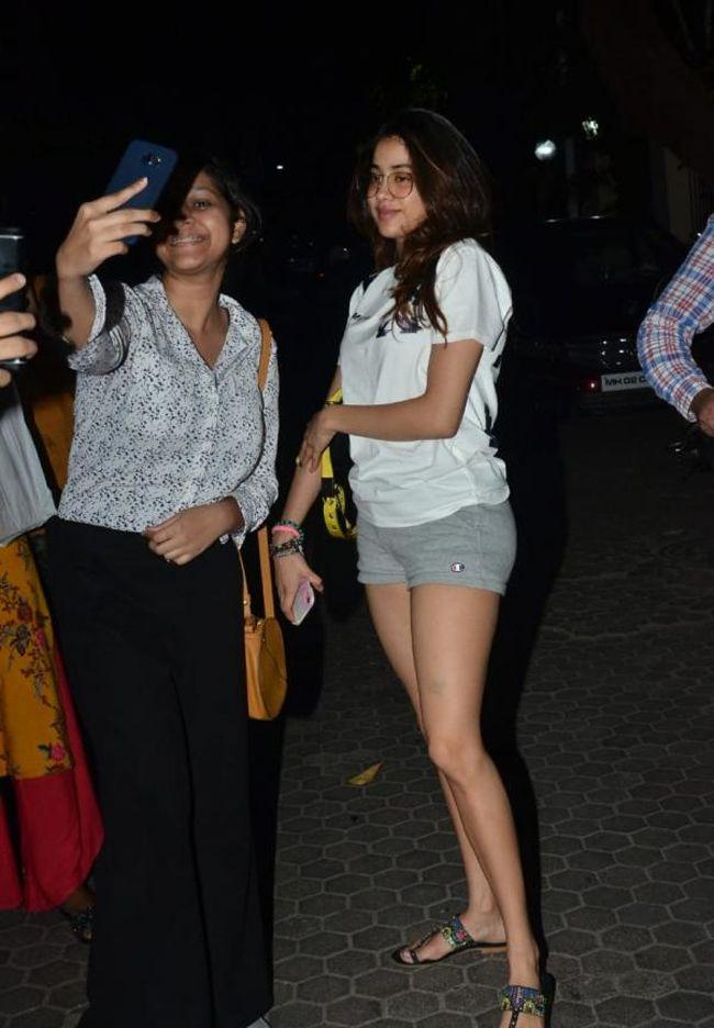 Janhvi Kapoor Looking Cute While she steps Out In The City