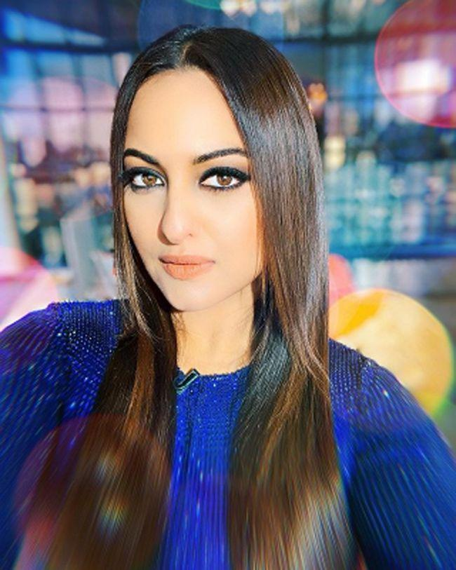 Sonakshi Sinha Sizzling Photoshoot Pictures