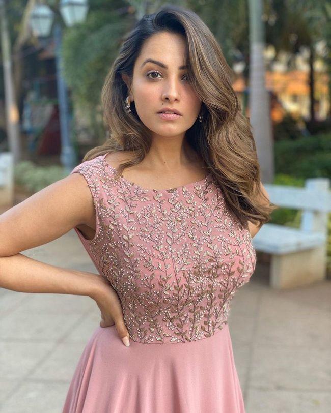 Anita Gorgeous Clicks
