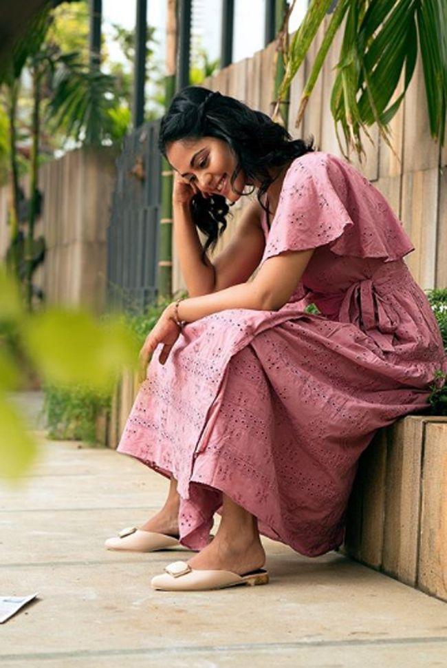 Bindu Madhavi Stylish pics