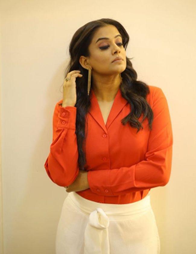Priya Mani Captivating Clicks