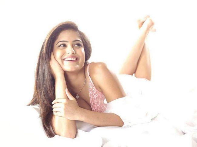 Naina Ganguly Glamorous Pictures