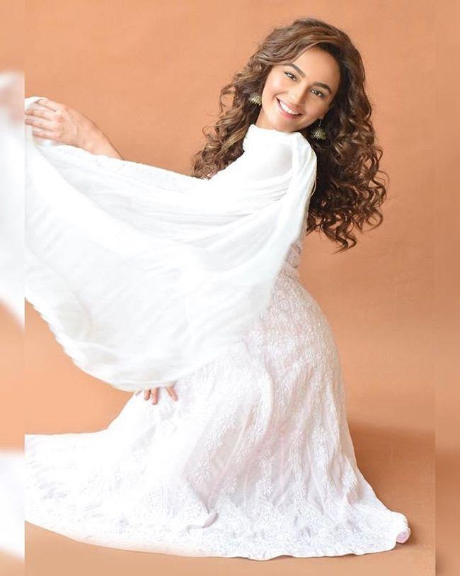Seerat Kapoor Beauty Looks