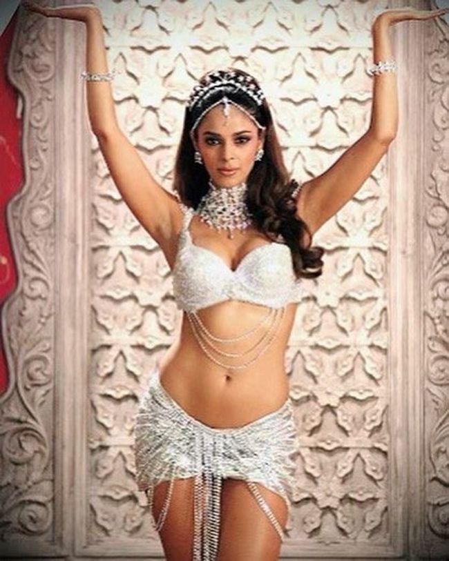 Mallika Sherawat Stunning Pics