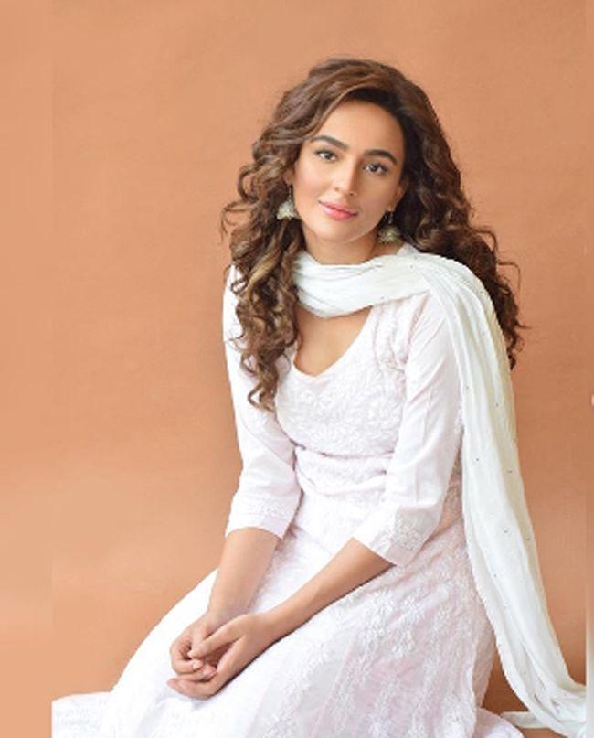 Seerat Kapoor Captivating Pictures