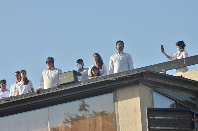 Bachan Family Claps For The Janatacurfew