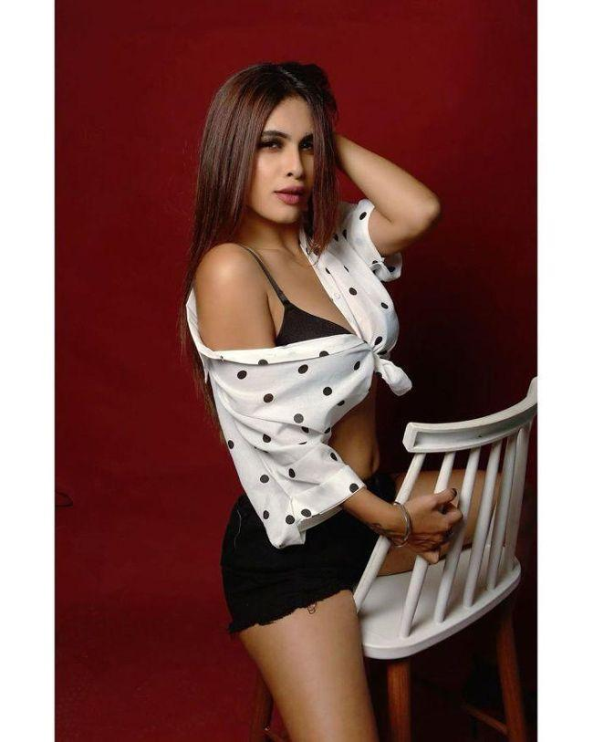 Neha Malik Looks Gorgeous