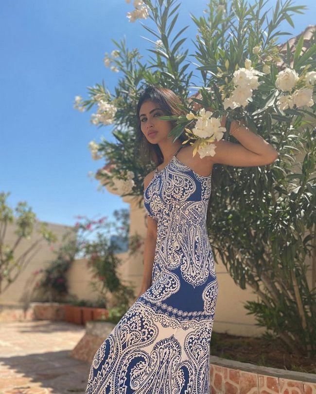 Mouni Roy Ravishing Photoshoot Pictures