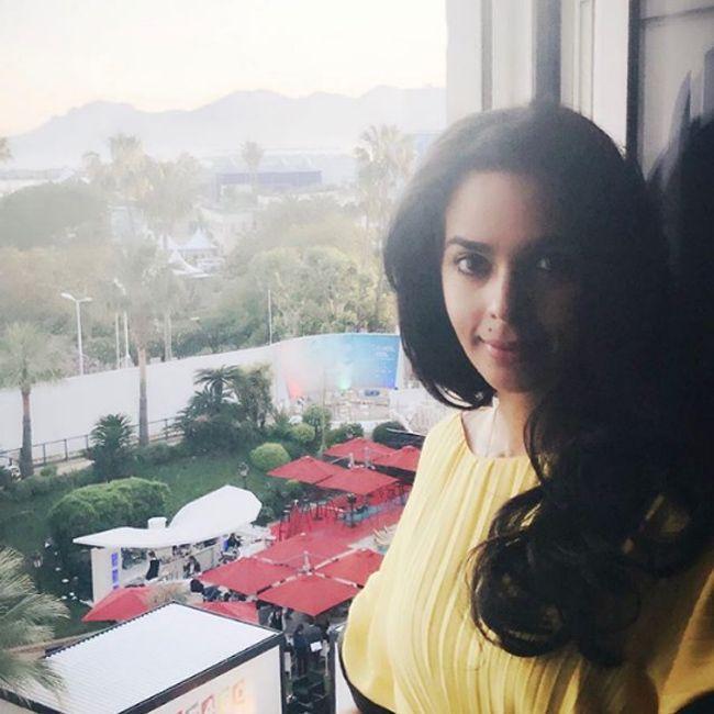 Mallika Sherawat Sizzling Looks