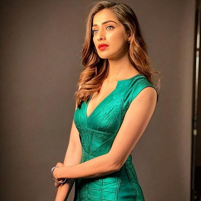 Glamorous Queen Laxmi Rai Photoshoot