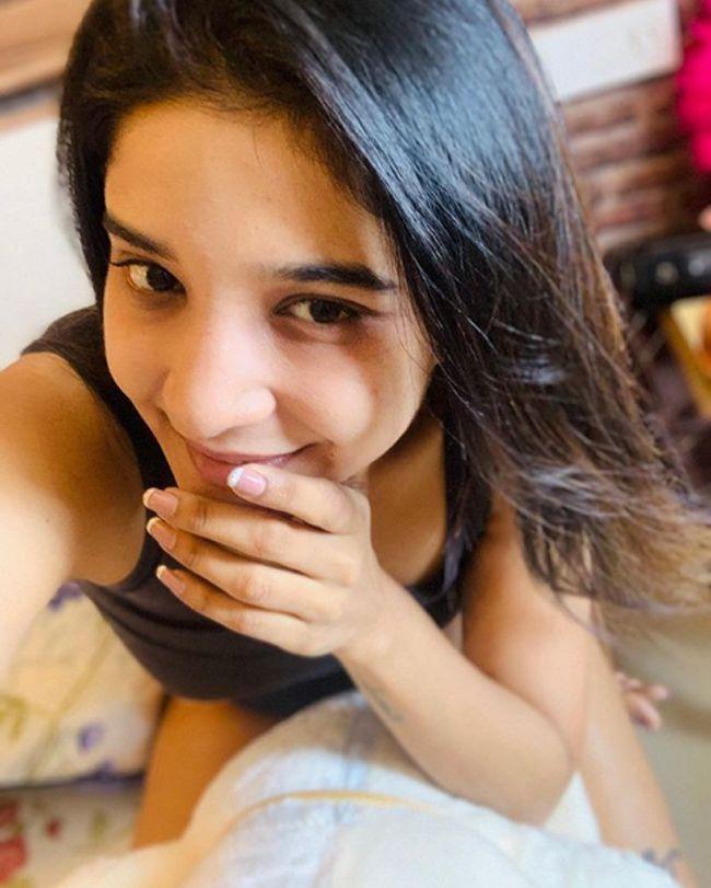 Sakshi Agarwal Adorable Looks