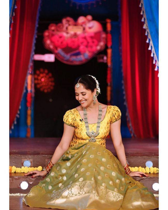 Anasuya Bharadwaj Traditional Poses