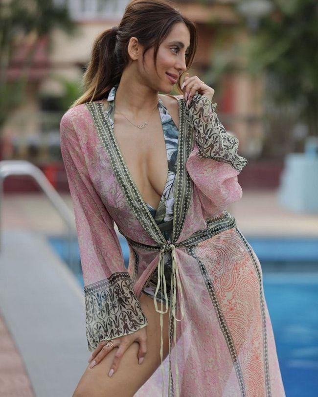 Anusha Dandekar Beautiful Snaps