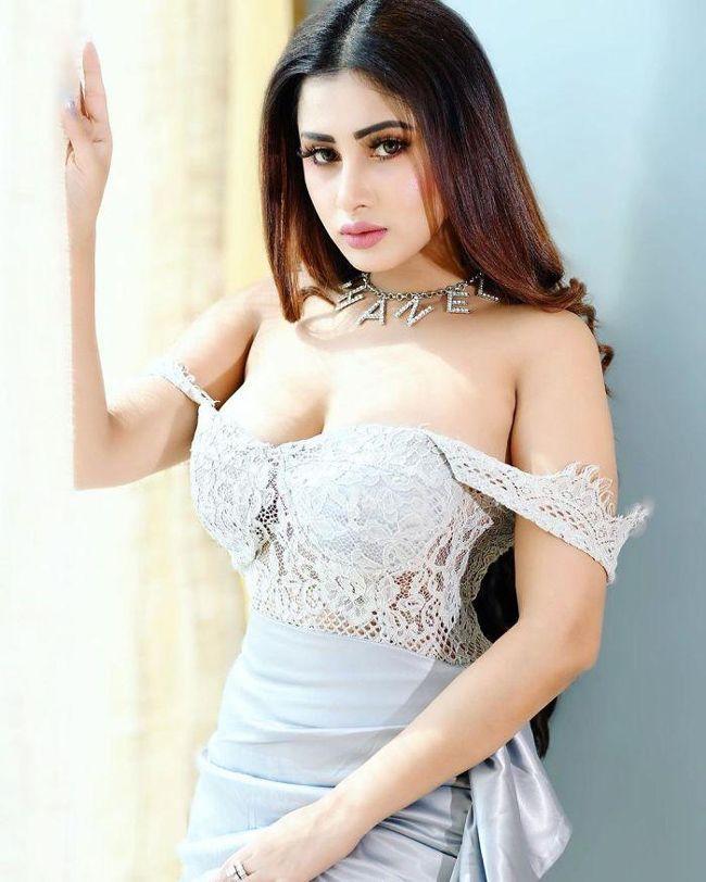 Jiya Roy Elegant Clicks