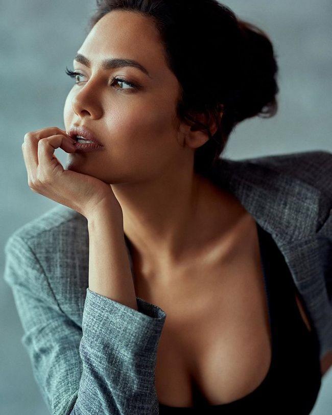 Esha Gupta Latest Pics