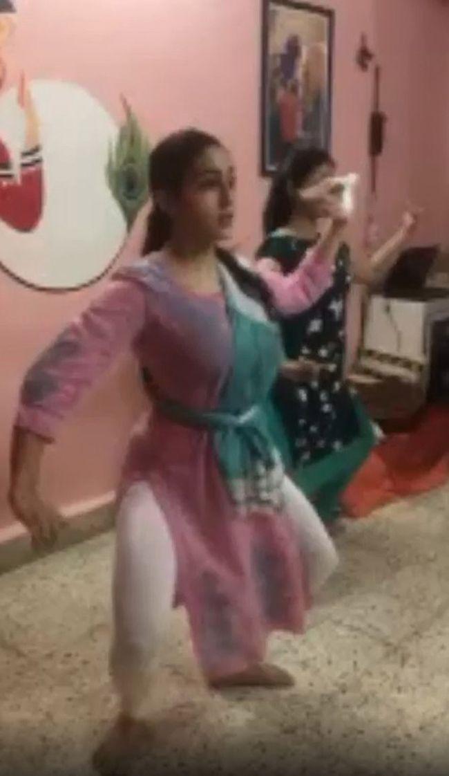 Sara Ali Khan Lockdown Exercises