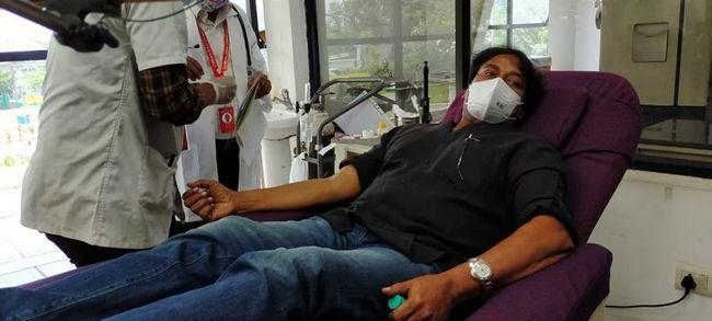 Chiru blood donate Images