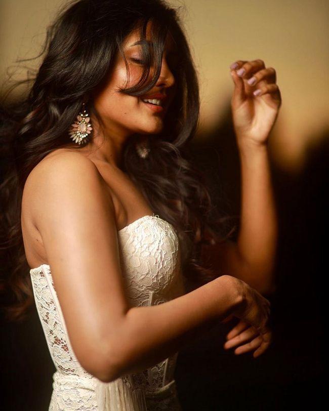 Eesha Rebba Trendy Pictures