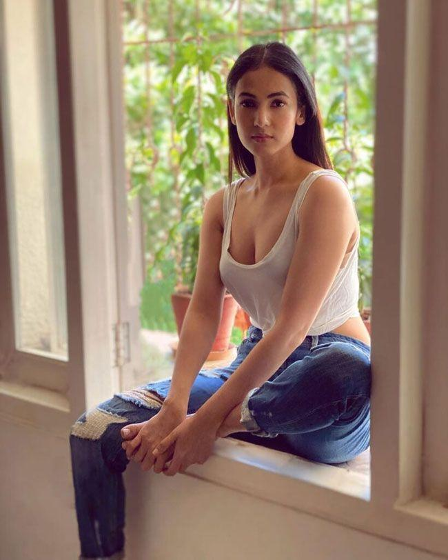 Sonal Chauhan New Hd Images