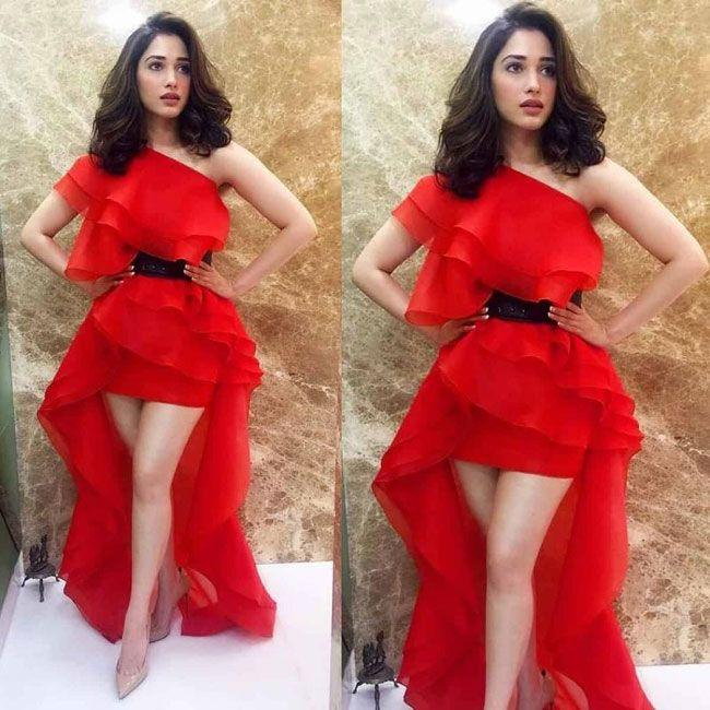 Tamanna Snapped By Award function