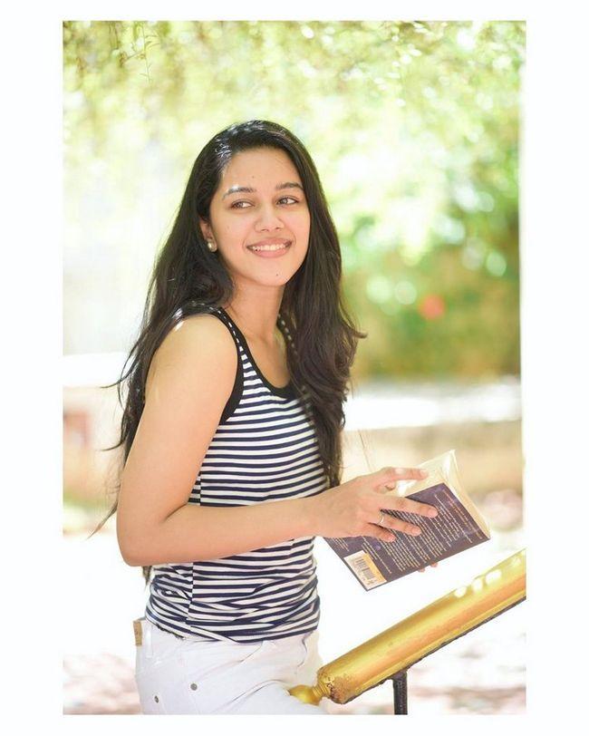 Mirnalini Ravi Awesome Stills