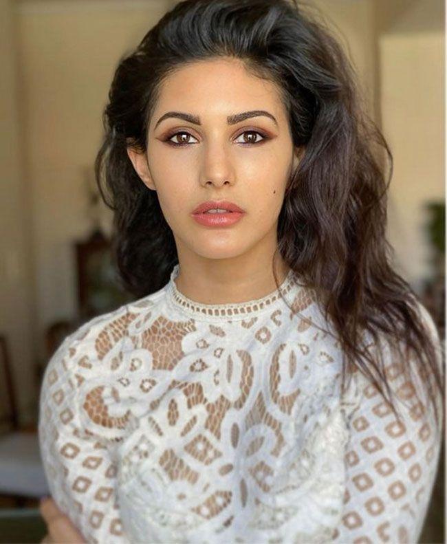 Amyra Dastur Looking Beautiful