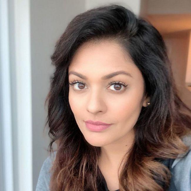 Pooja Kumar Looking Beautiful