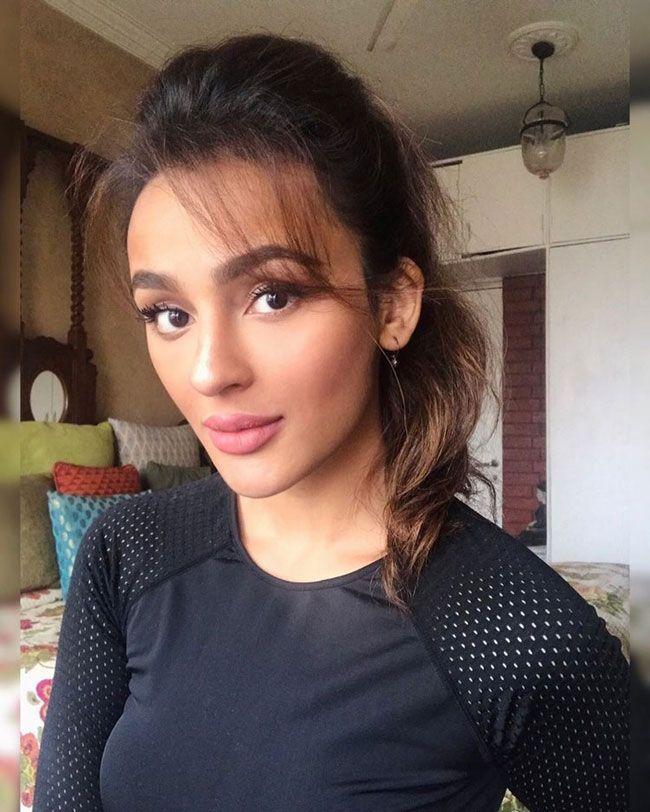 Seerat Kapoor Hd quarantine clicks