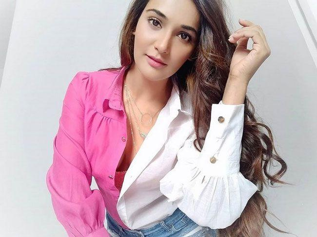Mukti Mohan New pictures