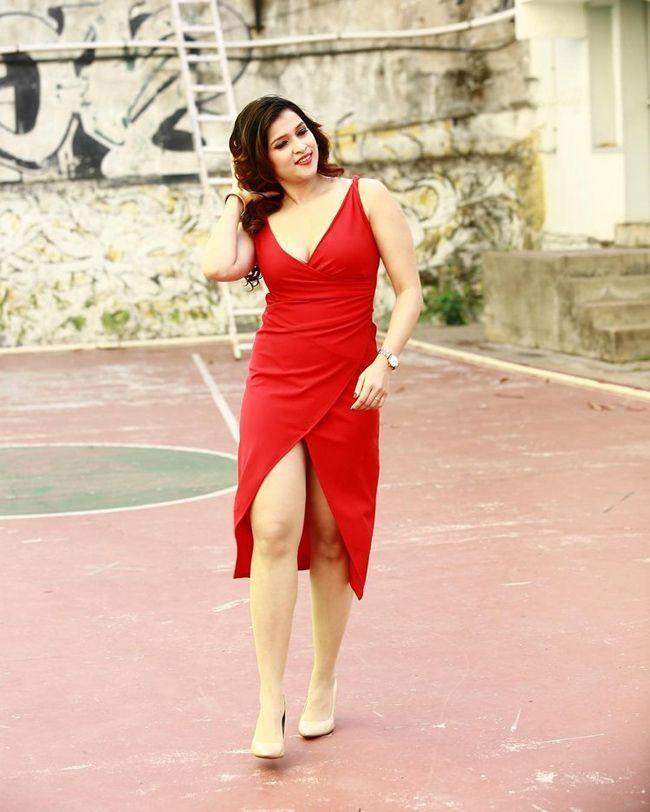 Mannara Chopra Looking Beautiful