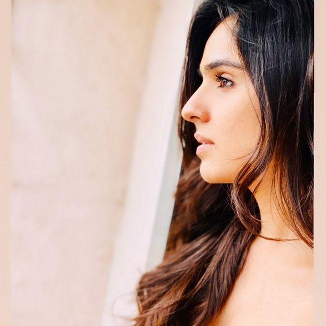 Sidhika Sharma Insta Pics