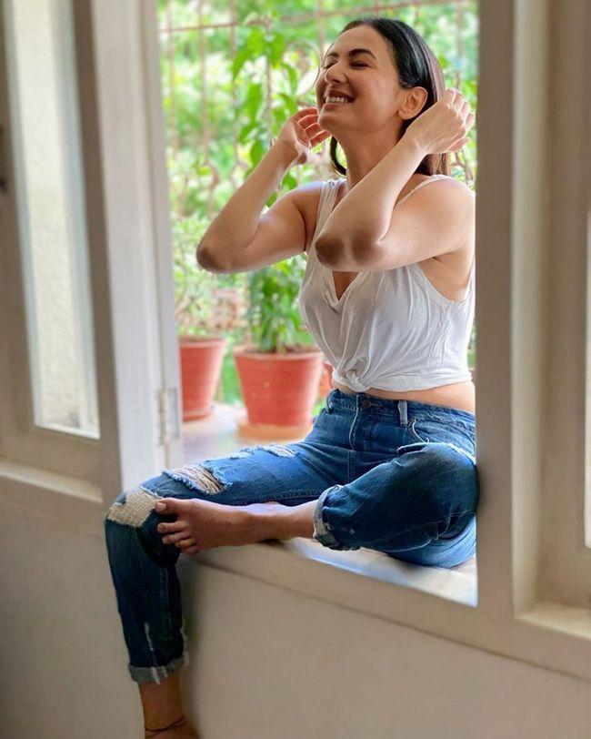 Sonal Chauhan Charming Clicks