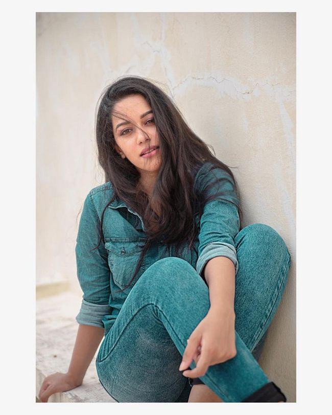 Mirnalini Ravi Ravishing Pics