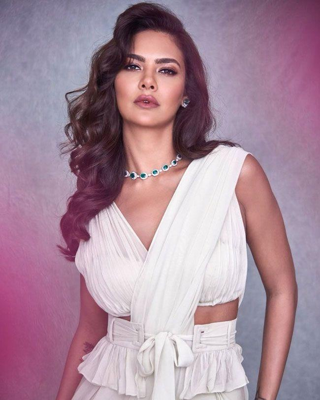 Esha Gupta Latest Snaps