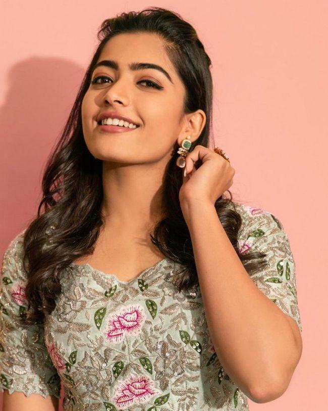Rashmika Mandanna Mesmerizing Poses