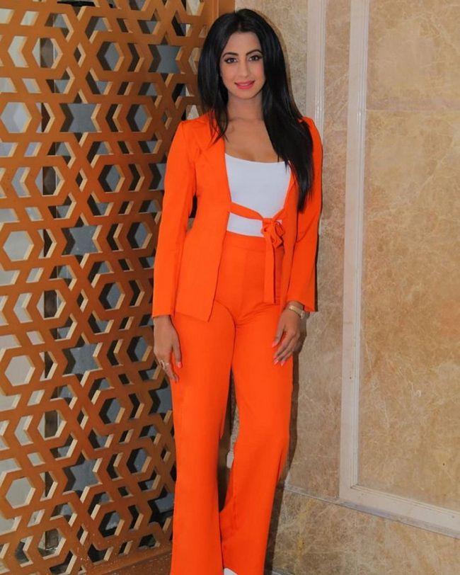 Sanjjanaa Galrani Adorable Clicks