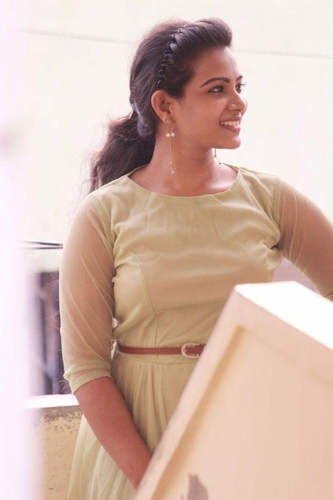 Dhivya Dhuraisamy Hd Gallery