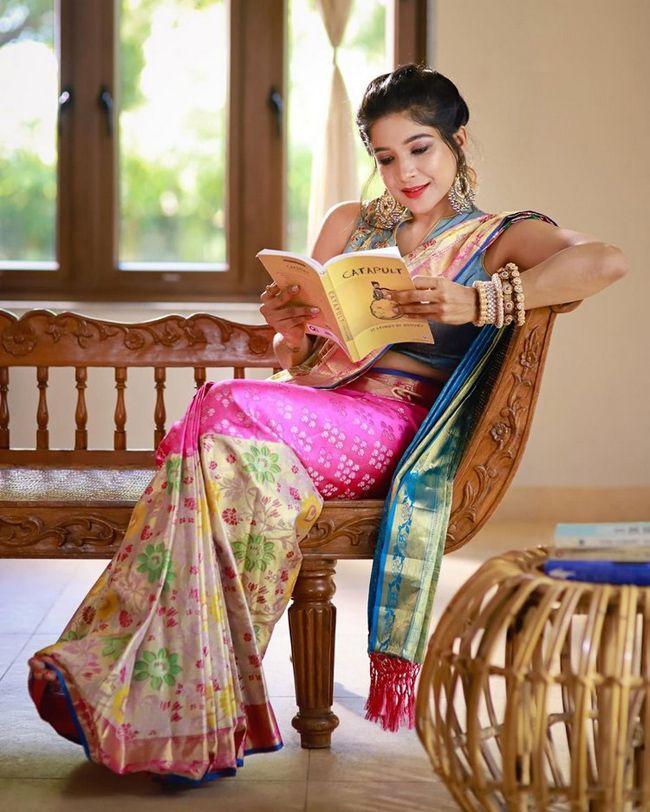 Sakshi Agarwal Alluring Poses