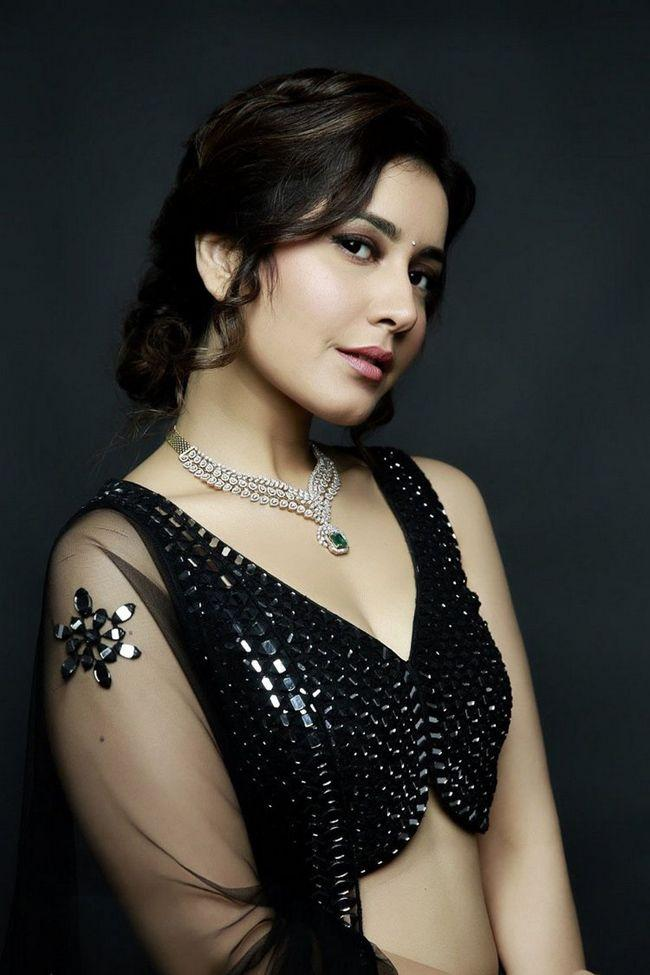 Raashi Khanna Recent Pictures