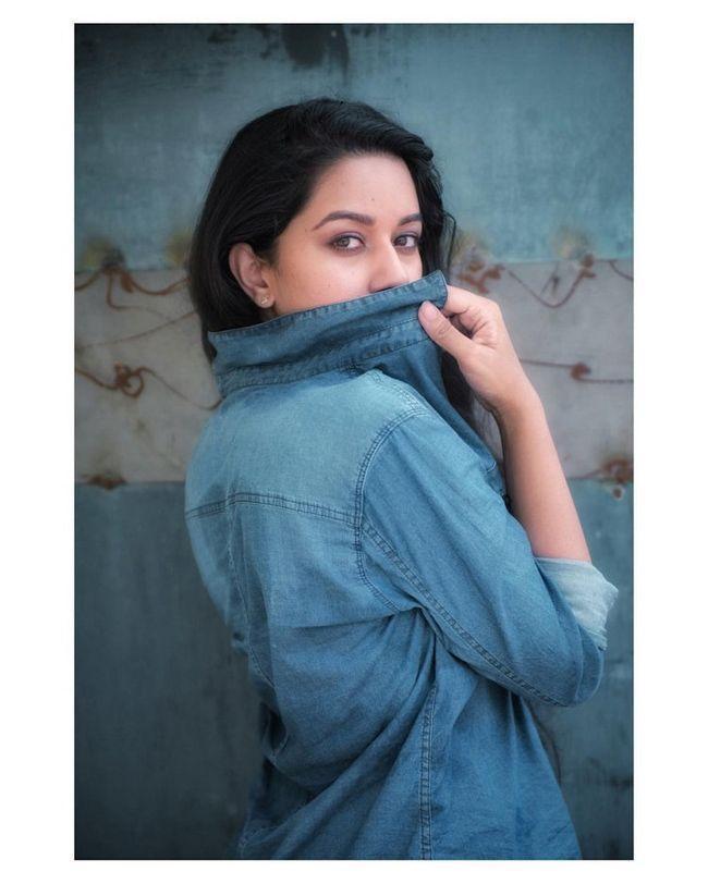 Mirnalini Ravi Ravishing Photoshoot