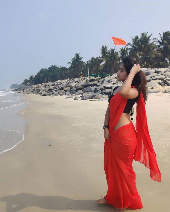 Deepthi Sunaina Latest Photos
