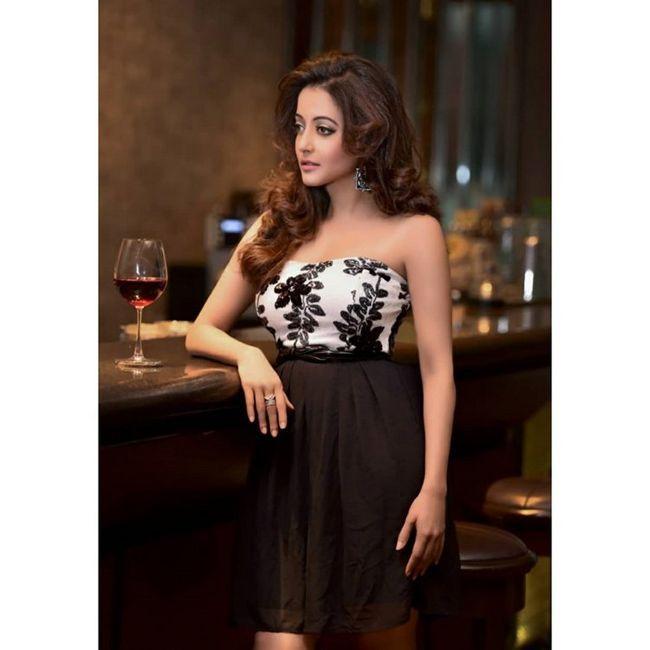 Raima Sen Ravishing Clicks