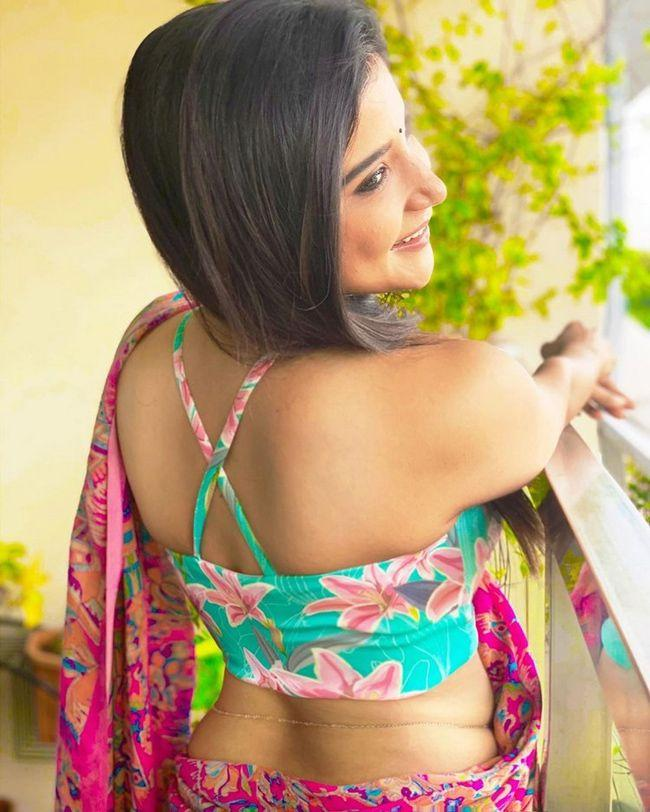 Sakshi Agarwal Amazing Photoshoot