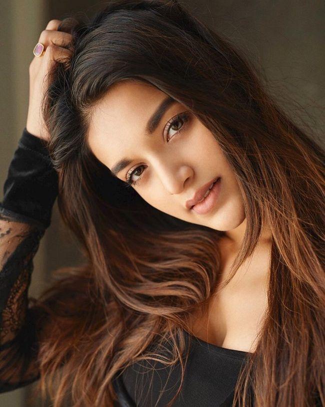 Nidhhi Agerwal Naughty Poses