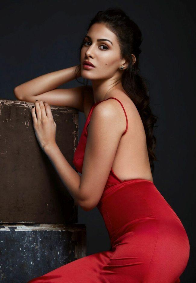 Amyra Dastur Alluring Pictures