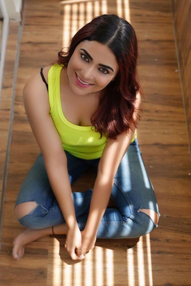 PriyankaSharma New HD Wallpapers