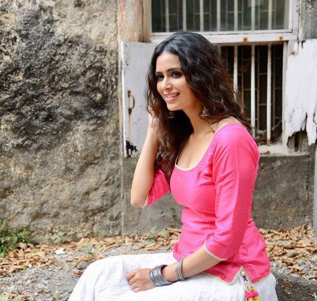 Meenakshi Dixit Latest clicks