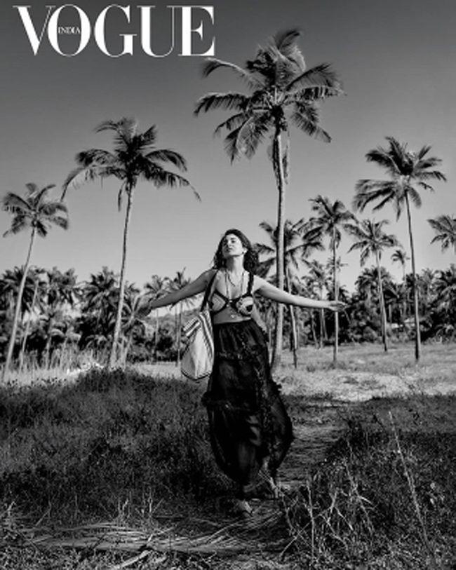 Anushka Sharma Glamorous Poses