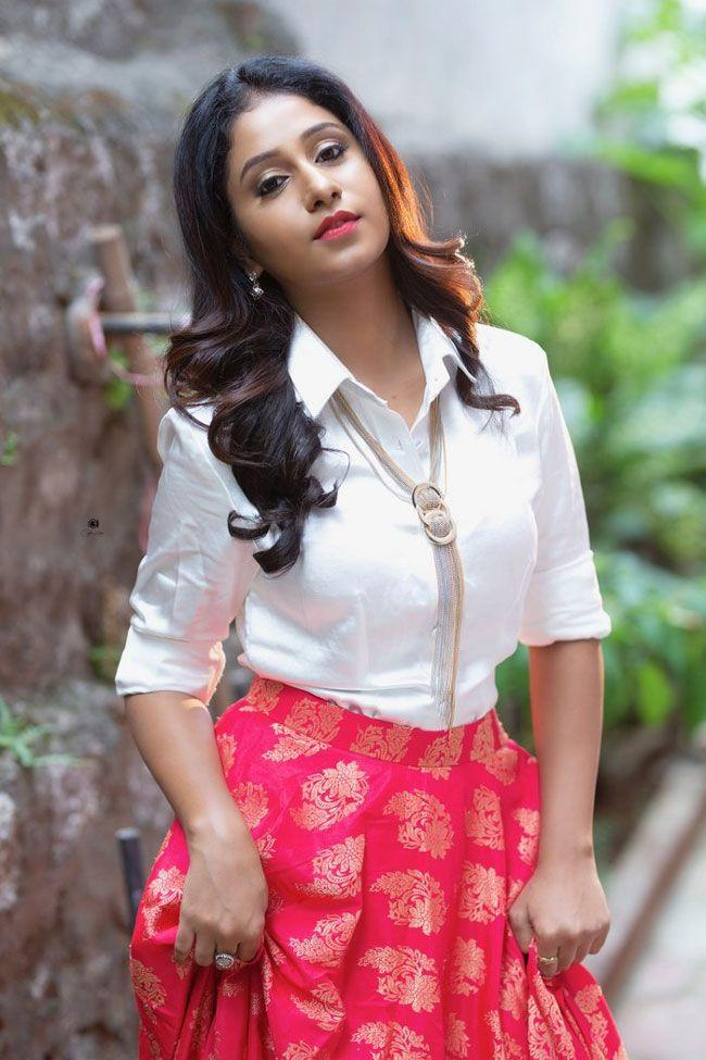 Dakkshi Guttikonda Photos Gallery