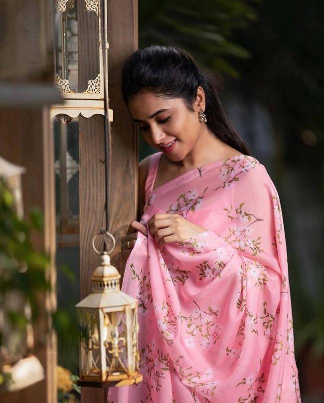 Priyanka Arul Mohan Mesmerizing Pics